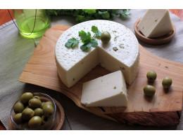 """Сыр ручной работы  """"Молодая качотта с оливками"""""""