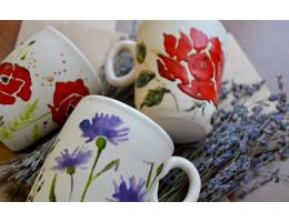 Чашки с ярким цветочным орнаментом